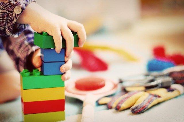 Spiele für Kinder an regnerischen Tagen