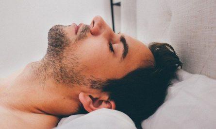 Lichtwecker - mann beim schlafen